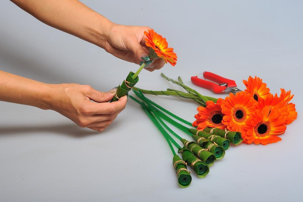 Как собрать букет из гербер своими руками